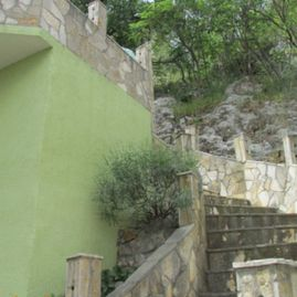 Old green house apartment / Krka waterfalls